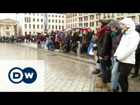 Germans gather in Berlin to show solidarity | DW News