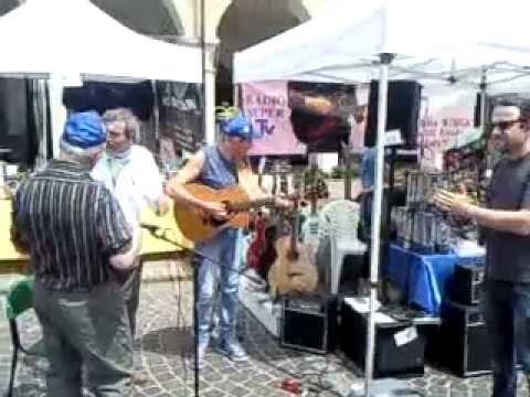 Improvvisazione al mercatino musicale di Carpenedolo.3gp