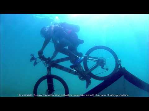 H&S MEN COOL CHALLENGE: MATTEO GUIDICELLI BIKING UNDERWATER