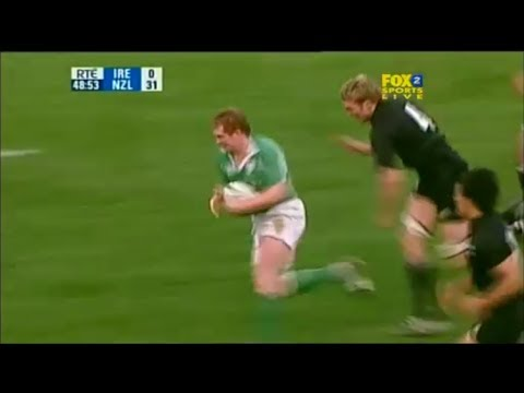 Anthony Horgan chased by Jason Eaton