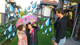Masal ve Öykü'ye Yagmur Şakası ! Rain Prank for Children - Funny Kids Video