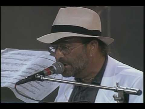 """Luciano Pavarotti interpreta """"Caruso"""" junto a Lucio Dalla. Ocurrió durante el primero de los conciertos de Pavarotti & Friends de Modena (Italia) el año 1992..."""
