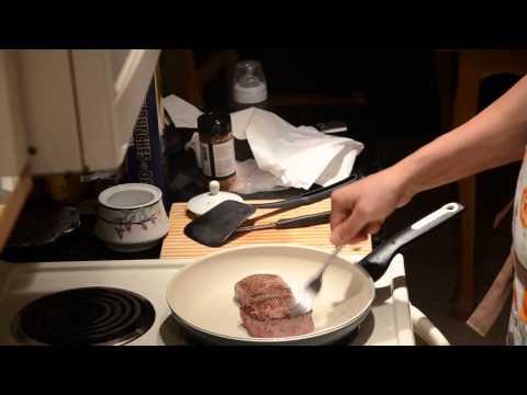 Как вкусно приготовить стейк - видео