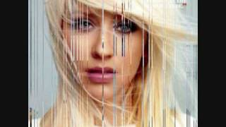 Watch Christina Aguilera Spotlight video