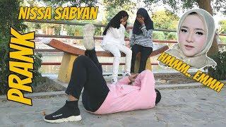 """NGAKAK PARAH   PRANK Nissa Sabyan """"MMMMMM"""" sepanjang hari wkwkwkwk"""