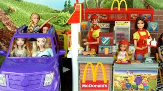 Barbie Sisters Work in Mc Donald's Drive Thru with Frozen Elsa Rapunzel Little Mermaid Ariel