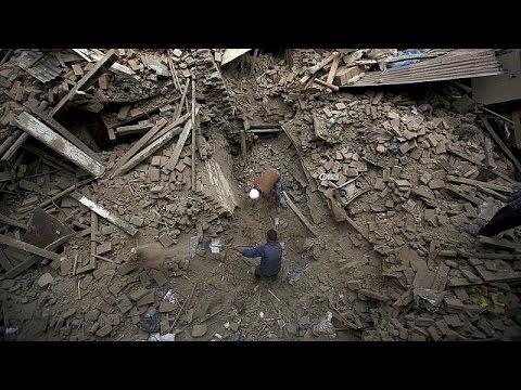 نيبال: عدد ضحايا الزلزال وصل إلى 3218 قتيل ، و أكثر من 6500 جريح  27-4-2015