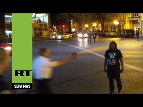 Agente en Baltimore esparce gas pimienta a la cara a un hombre solo por acercarse