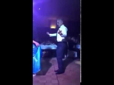 Мужик показал девушке как надо танцевать восточные танцы.