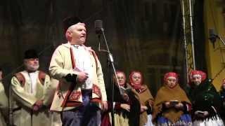 PRAHA-Vystoupení na Staroměstském náměstí  Tetek z Kyjova a zpěváků z Kyjovska a Horňácka 1.