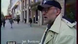 Jan Bucquoy attaque  Renault sur les Champs Elysées