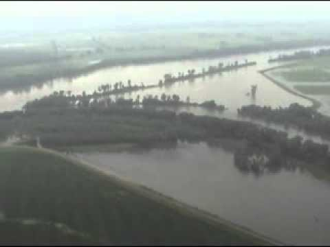 Missouri River Flooding Wakenda to Brunswick.wmv