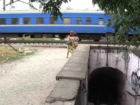 Почему поезда сбивают людей?