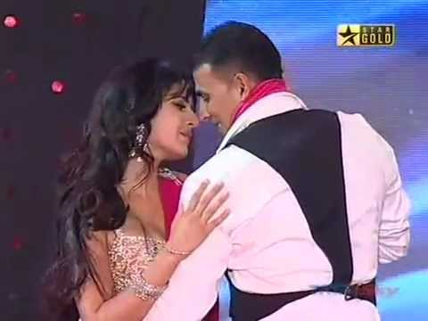Katrina Kaif and Akshay Kumar Performance at Sabsey Favourite...