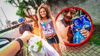 veja a reação desses moradores de rua ao ganhar um ovo da pascoa (emocionante)