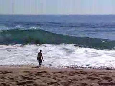 This is a really funny video of a guy trying to body surf some waves at the wedge in Newport Beach, CA.