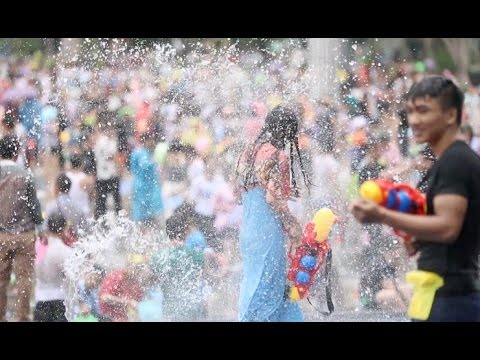 Dai People in Southwest China Enjoy Water Splashing Festival