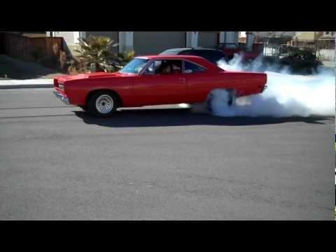 1969 roadrunner 440 drag burnout