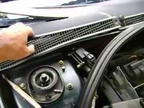 Troca do filtro de ar condicionado do Renault Laguna (Air conditioning filter replacement)