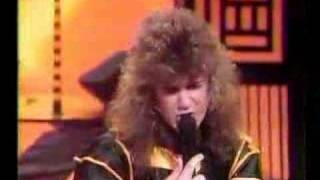 Stryper - Makes Me Wanna Sing