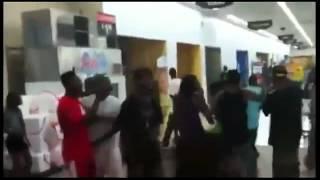 Flash mob et vols dans un Wal Mart aux US