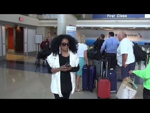 X17 EXCLUSIVE: Diana Ross Has To Wait Over 40 Minutes In Airport Line