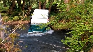 Land Rover Defender in deep water Morvan mai15