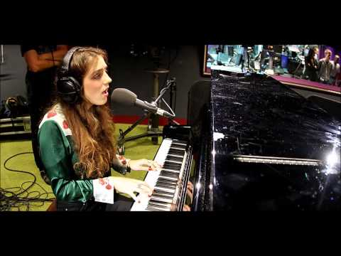 Birdy - Let Her Go (Passenger) BBC Radio 1 Live Lounge
