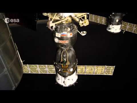 Night timelapse with Soyuz and aurora #ESA