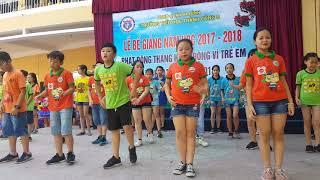 Các con khối 5 trường tiểu học Thành Công B biểu diễn trong lễ bế giảng năm học 2017 - 2018