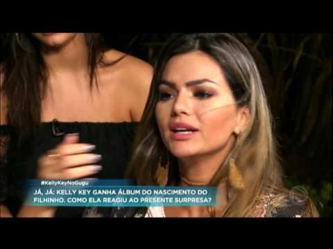 Pela primeira vez na TV, Kelly Key apresenta a família para Gugu