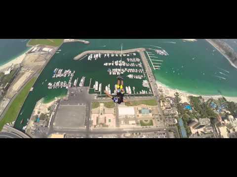 Más de 500 personas saltan de un rascacielos en Dubai