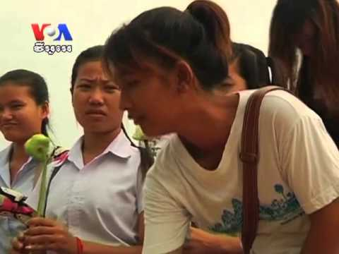 Cambodians Pour Into Streets of Phnom Penh to Mourn King Father