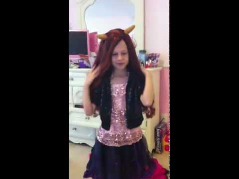 Monster High Clawdeen Wolf Costume review by Avery! Part 2