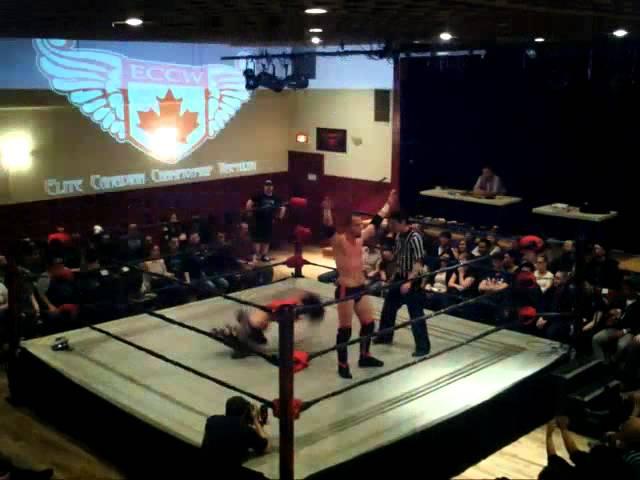 El Phantasmo vs Nicole Matthews [04/27/2013 - Vancouver]