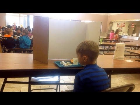 Mom Visits Her Son In School Lunchroom. Then She Saw What Teachers Had Done And Was Outraged thumbnail