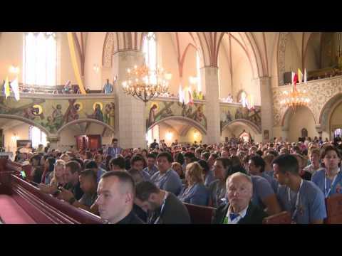 LEGNICA.  Młodzi Pielgrzymi Modlą Się I Czekają Na Spotkanie Z Papieżem