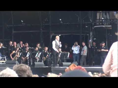 "Bruce Forsyth - ""Introduction/Look At That Face"" - Hop Farm Festival, 30th June 2012"