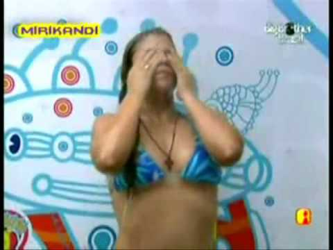 Flagra BBB9 - Mirla mostra a xoxota sem querer AO VIVO!!! Incrivel!! Muito gostosa