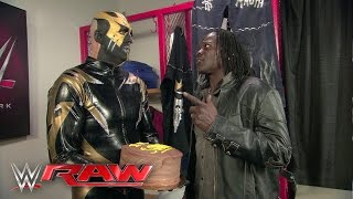 Goldust offers R-Truth an apology cake: Raw, February 22, 2016