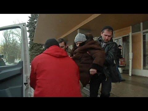 سكان دِيبَالْتْسِيفِي الأوكرانية يتركون مدينتهم بسبب احتدام المعارك