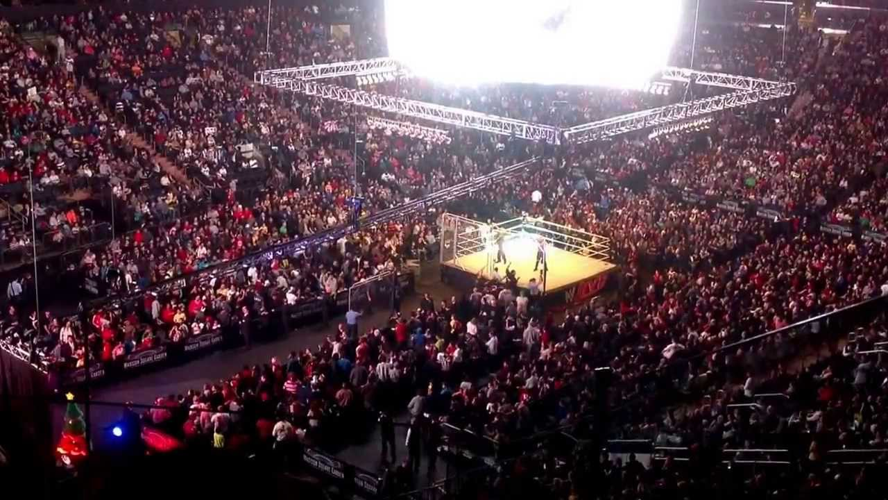 Wwe Live At Msg 12 26 13 Steel Cage Set Up Intermission Youtube