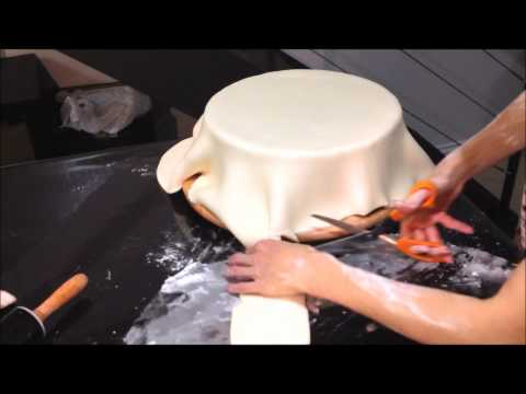 How to cover a cake with fondant (sharp edges)