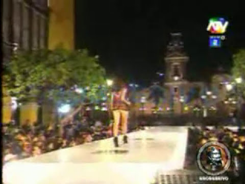 Modelos Peruanas desfilando en la Plaza San Martin