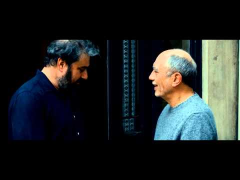 En un patio de París - Trailer español HD