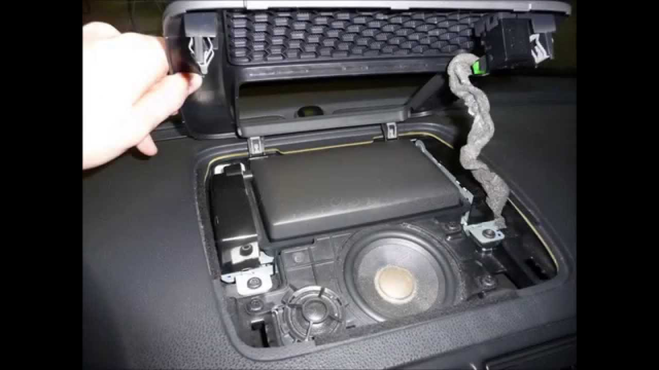 Volvo V50 Navigation Broken Gear Fix Replace Picture