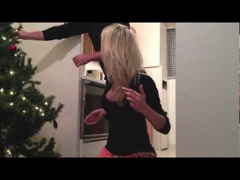 Hot Blonde Christmas Tree Prank (HD ORIGINAL) streaming vf