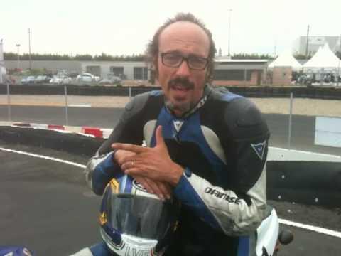 Guido Meda, in una delle giornate in pista organizzate da Corsidiguida.it, ci dice la sua sui corsi di guida.