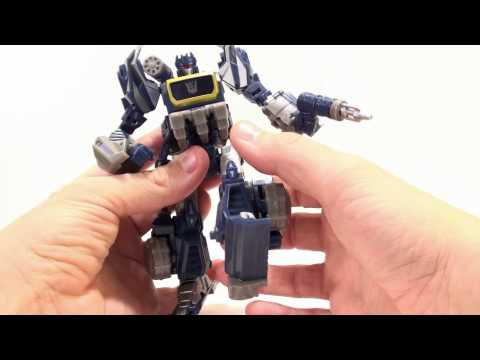 Video Review of the Transformers Generations; War for Cybertron Soundwave