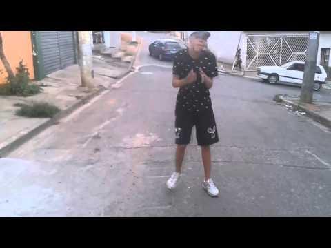 MC Magrinho - Entra Seco e Sai Molhado - Passinho Do Romano (Clauber alex)